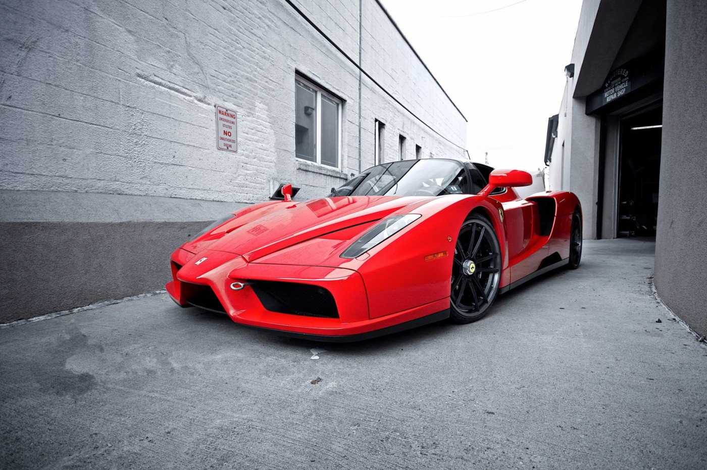 ferrari-enzo-red-side-street